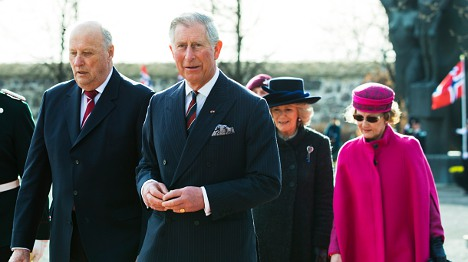 Sun shines as Charles and Camilla land in Oslo
