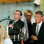 Defense Minister Grete Farmos, Foreign Minister Espen Barth Eide, refresh Minister Rigmor Aasrud and Prime Minister Jens Stoltenberg light candles during the service.Photo: Heiko Junge / NTB Scanpix