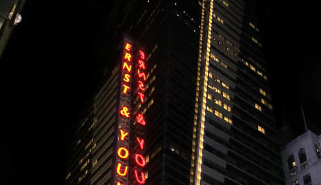 Norway oil fund buys into Times Square Tower