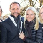 Mette-Marit shows recovery with night out