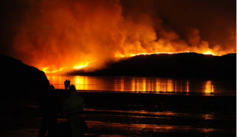 Helicopters battle to control north Norway fire