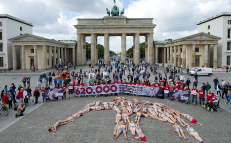 PETA activists form the shape of an elephant in anti-circus protest at Berlin's Brandenburger Tor. Photo:DPA