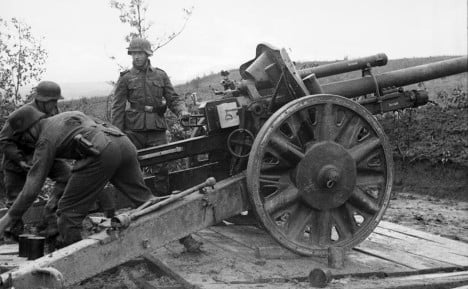 Wehrmacht soldiers using the leFH18 on the Eastern Front in 1942. Photo: Wikimedia Commons