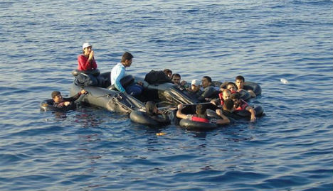 Norwegian rescue boat in Med saves first refugees