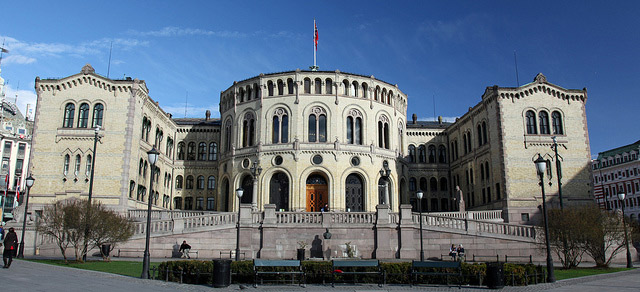 Man threatens to set himself on fire at Norway's parliament
