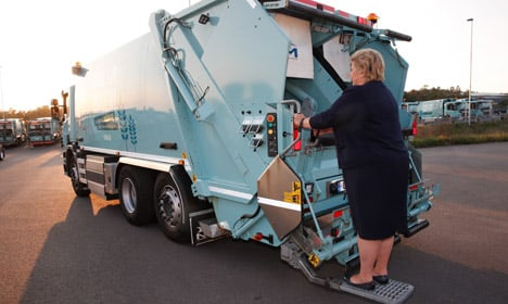 VIDEO: See Norway's PM ride around on a rubbish truck