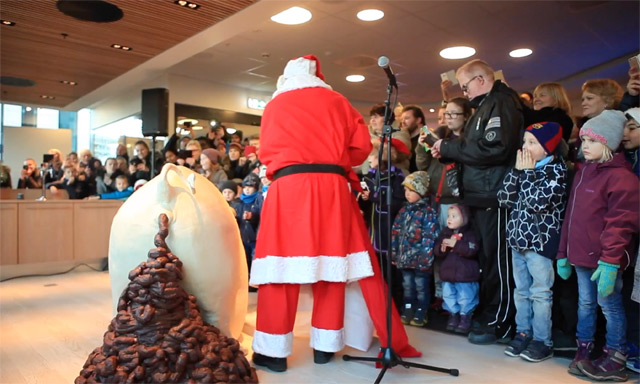 World's biggest pooping marzipan pig? It must be Christmas in Norway