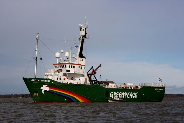 Greenpeace boat detained by Norway coastguard over action at oil rig