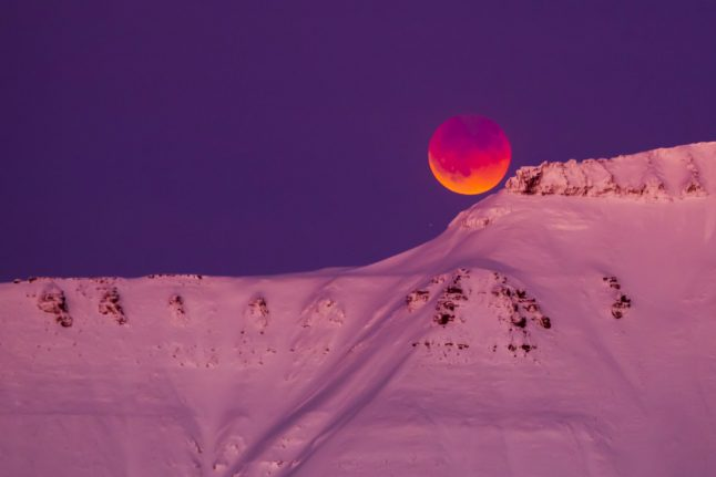 IN PICTURES: 'Super blue blood moon' in spectacular Svalbard photos