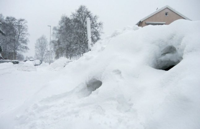 Norwegian cabins almost buried as snow reaches three metres' depth