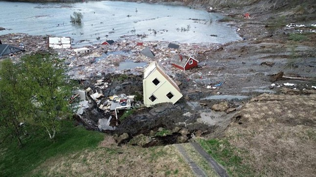 VIDEO: Norway landslide sweeps eight houses into the sea
