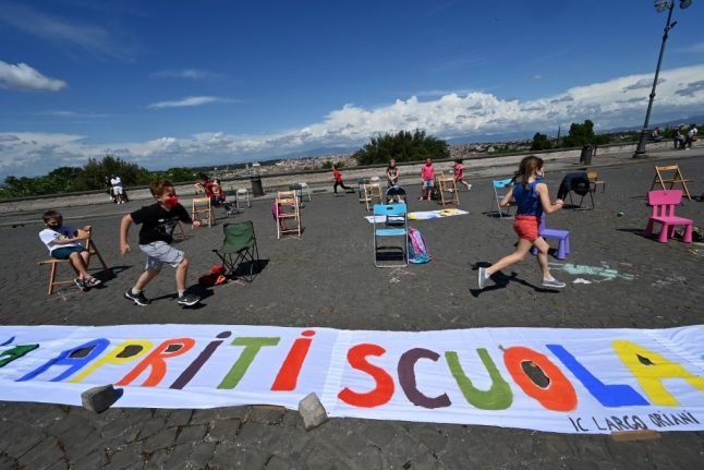 Can outdoor teaching enable Italy to safely reopen schools?