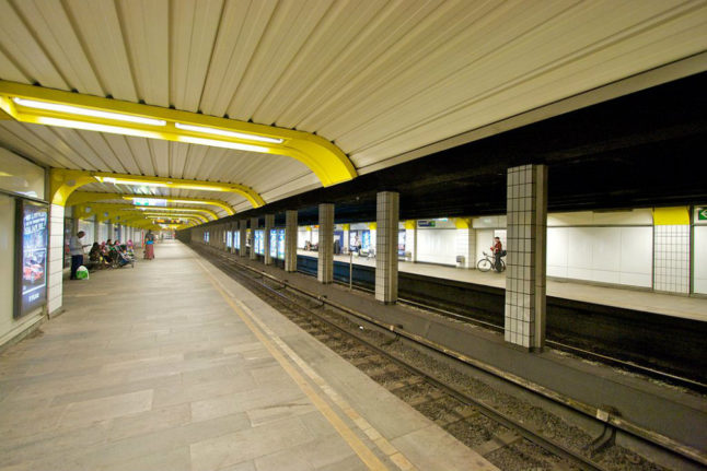 Oslo Metro to remove ticket machines and place card readers on board trains
