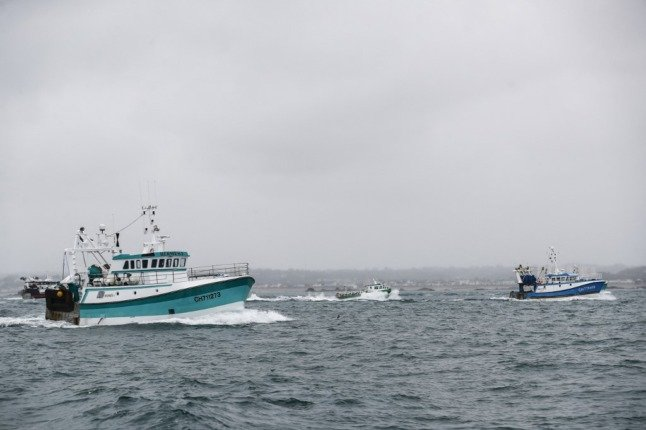 Jersey to grant new licences to French fishermen after rights dispute